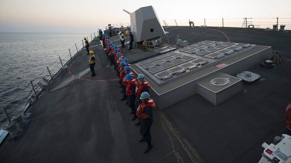 Clip: Xem tàu chiến đánh võng tốc độ cao giữa đại dương 2