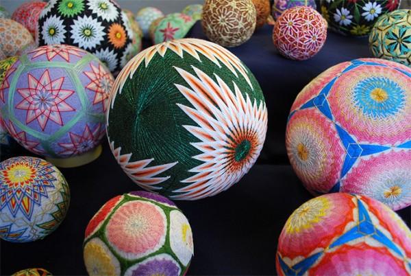 Bộ sưu tập những quả bóng đan bằng tay tinh xảo được làm bởi bà cụ 92 tuổi 4