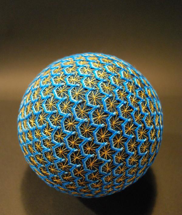 Bộ sưu tập những quả bóng đan bằng tay tinh xảo được làm bởi bà cụ 92 tuổi 6
