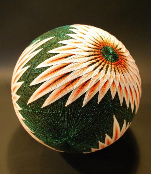 Bộ sưu tập những quả bóng đan bằng tay tinh xảo được làm bởi bà cụ 92 tuổi 8