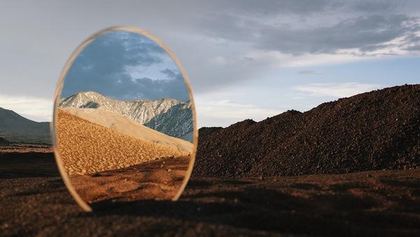 Ngắm nhìn những tấm gương phản chiếu giữa khung cảnh tuyệt đẹp