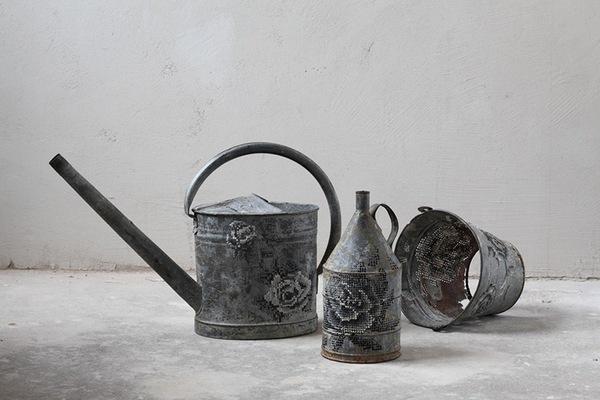Những tác phẩm thêu trang trí độc đáo trên vật liệu kim loại 1