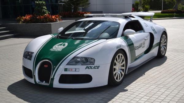 Lác mắt với bộ sưu tập xế hộp của cảnh sát Dubai 8