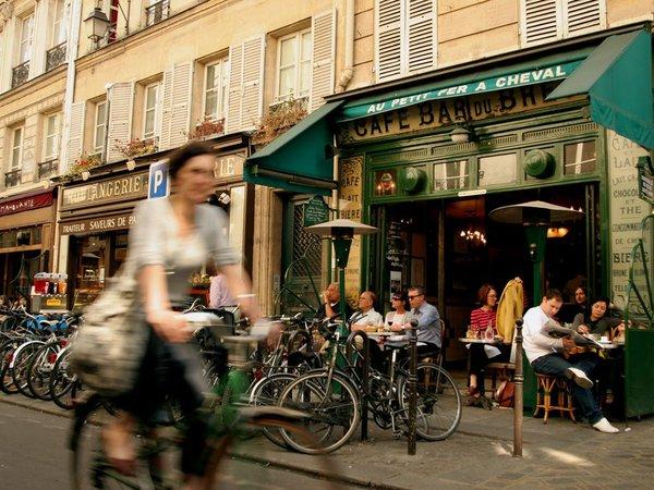 Trải nghiệm cảm giác lãng mạn của cafe đường phố Paris 3
