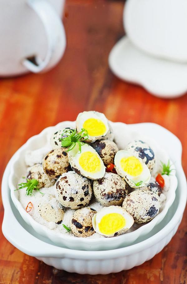 Trứng cút rang muối vừa thơm vừa bùi 8