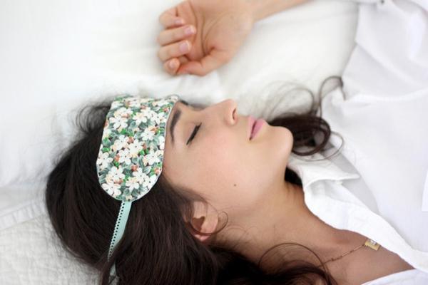 Chi tiết cách làm bịt mắt đáng yêu cho giấc ngủ ngon 10