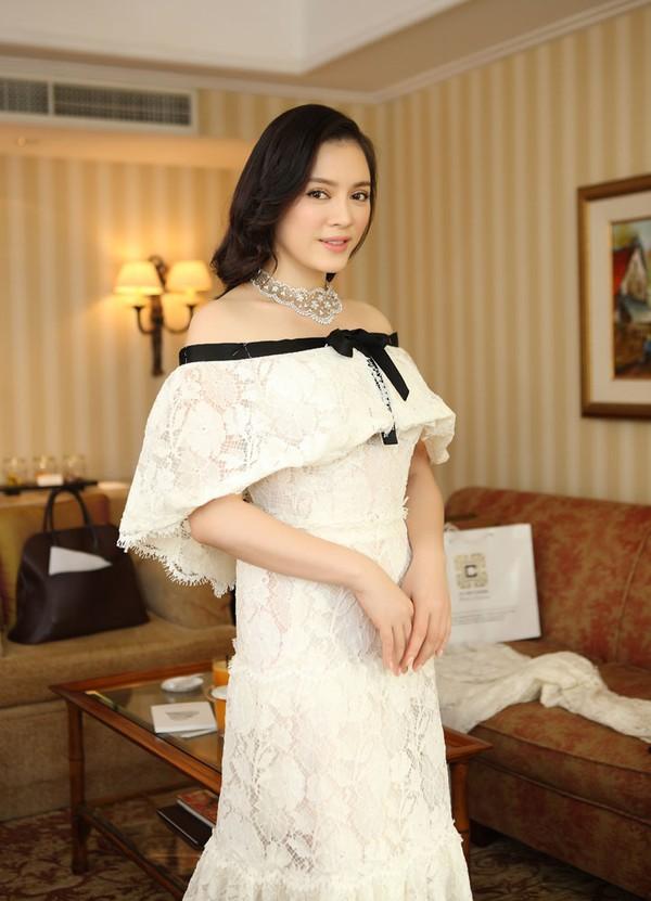 """Lý Nhã Kỳ """"khoe"""" váy độc quyền 2 tỷ của Chanel 11"""