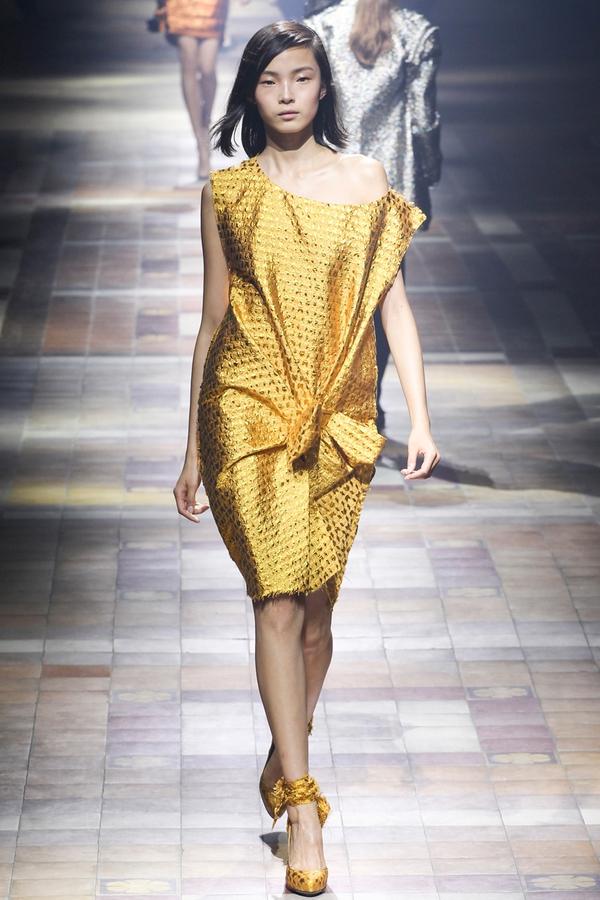 Loạt xu hướng xưa cũ quay trở lại tại Paris Fashion Week 1