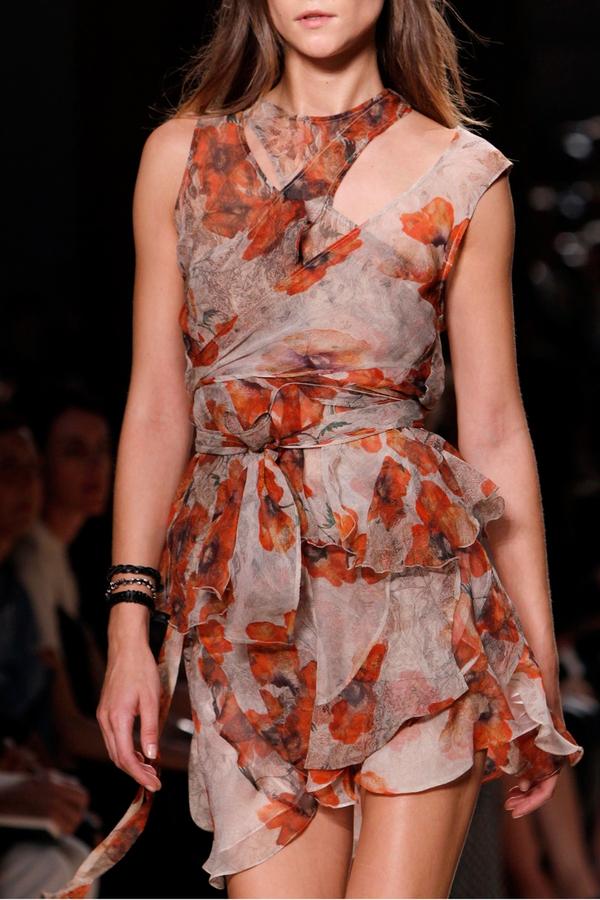 Loạt xu hướng xưa cũ quay trở lại tại Paris Fashion Week 19