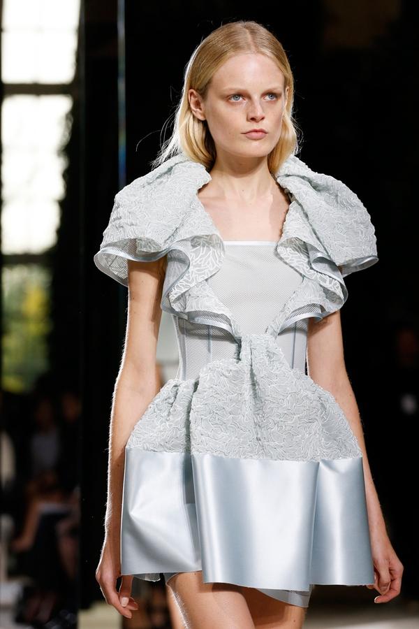 Loạt xu hướng xưa cũ quay trở lại tại Paris Fashion Week 20