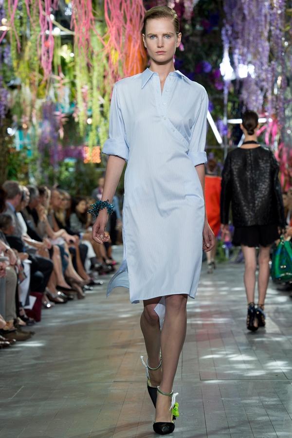 Loạt xu hướng xưa cũ quay trở lại tại Paris Fashion Week 23
