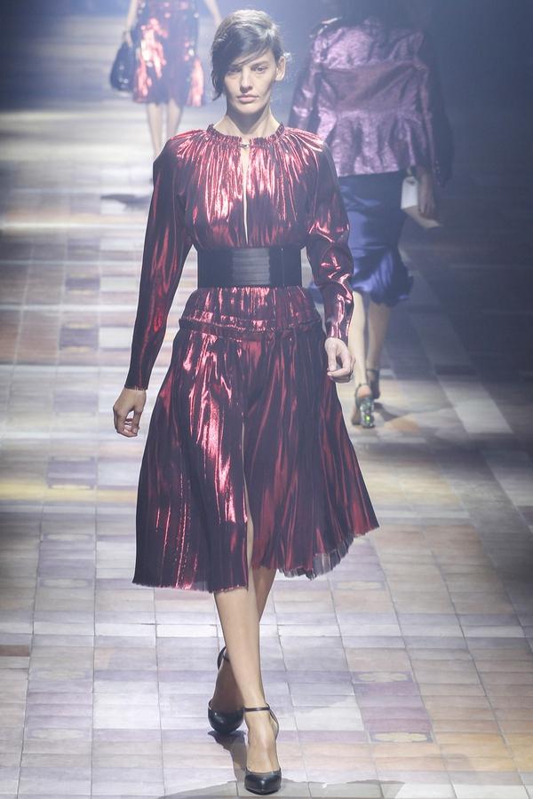 Loạt xu hướng xưa cũ quay trở lại tại Paris Fashion Week 27