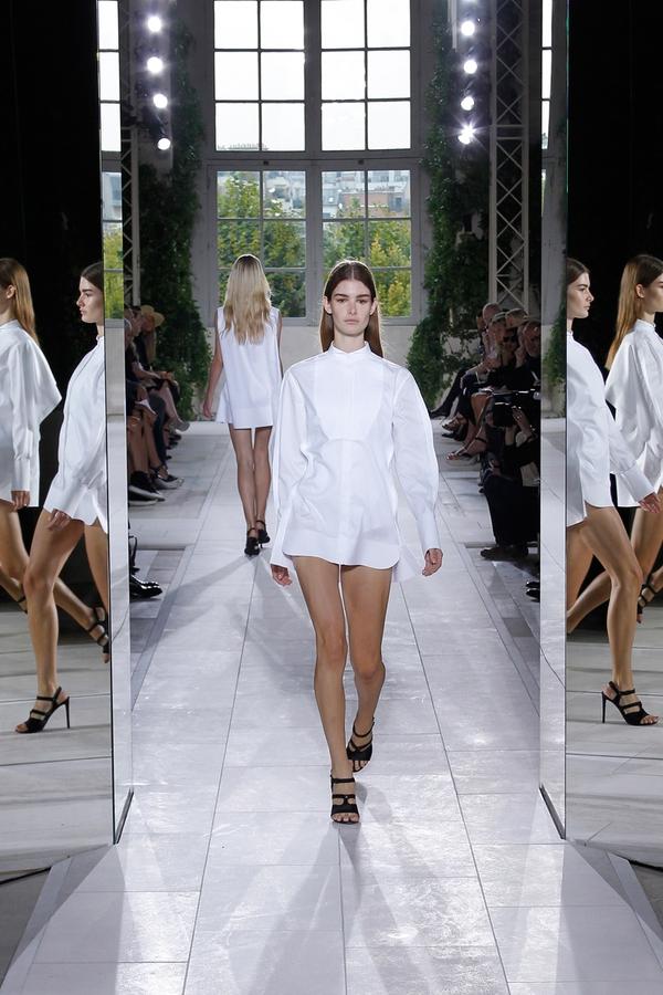 Loạt xu hướng xưa cũ quay trở lại tại Paris Fashion Week 31