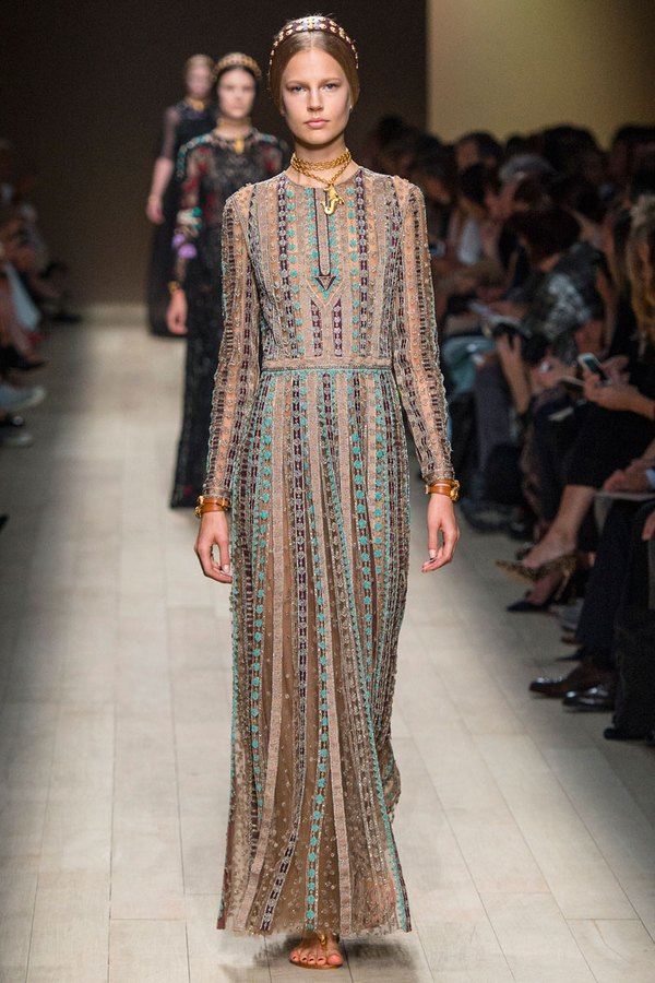Loạt xu hướng xưa cũ quay trở lại tại Paris Fashion Week 34