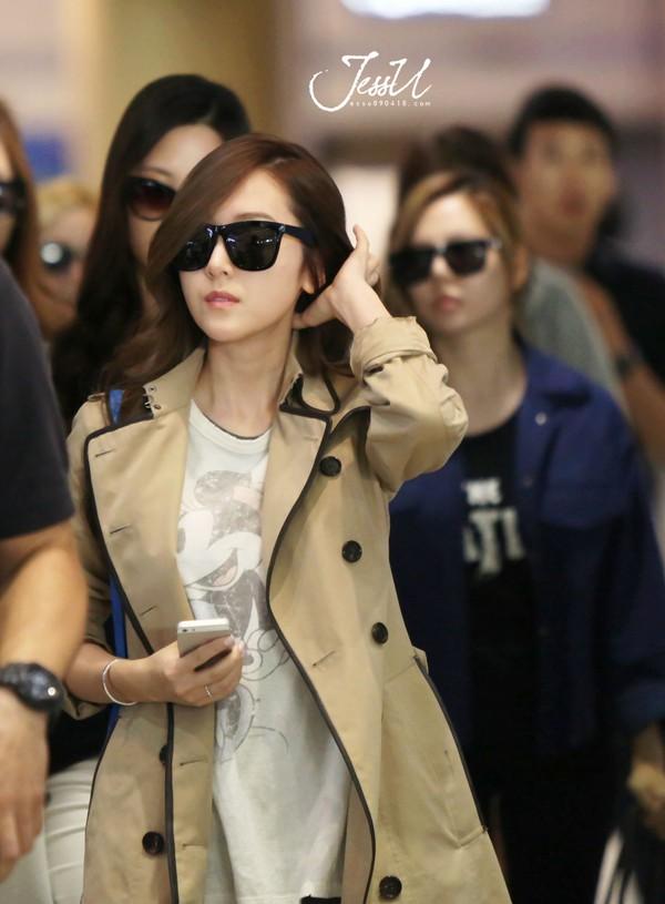 """Thanh Hằng """"đụng"""" áo khoác hàng hiệu và cách mix với Jessica (SNSD) 3"""
