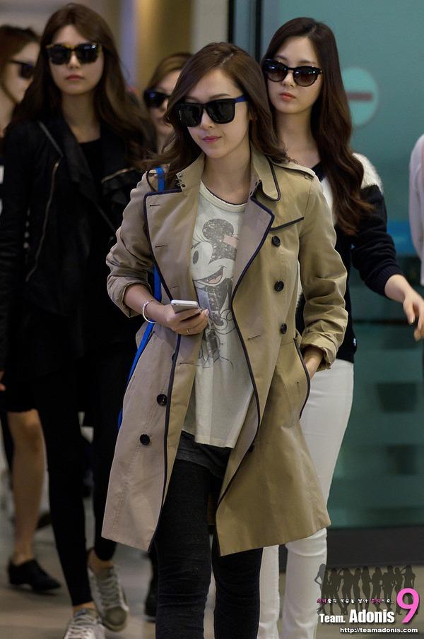 """Thanh Hằng """"đụng"""" áo khoác hàng hiệu và cách mix với Jessica (SNSD) 4"""