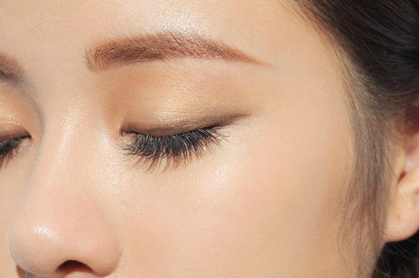 Làm đẹp Q&A: Tips làm dài lông mi & đánh má cho da trắng xanh 7