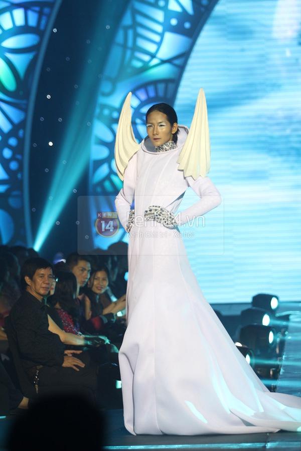 Hà Hồ, Thanh Hằng & NTK Công Trí cùng mặc chung 1 chiếc váy  4