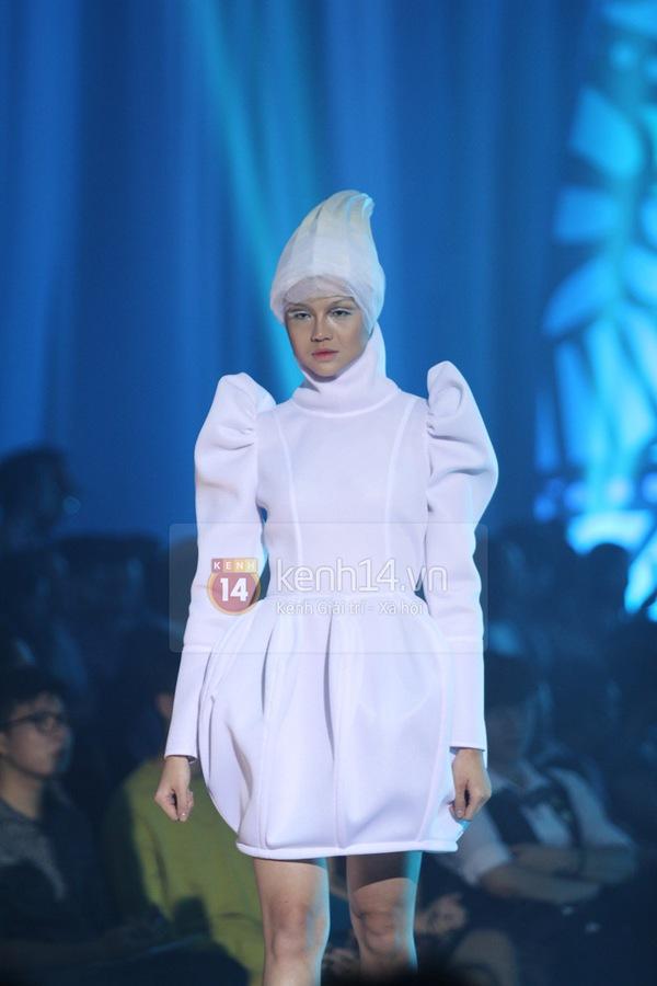 Hà Hồ, Thanh Hằng & NTK Công Trí cùng mặc chung 1 chiếc váy  5