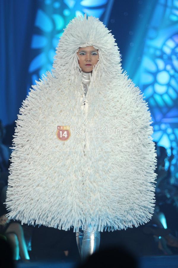 Hà Hồ, Thanh Hằng & NTK Công Trí cùng mặc chung 1 chiếc váy  6