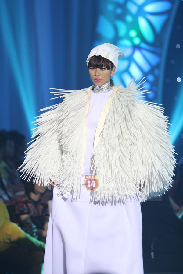 Hà Hồ, Thanh Hằng & NTK Công Trí cùng mặc chung 1 chiếc váy  12