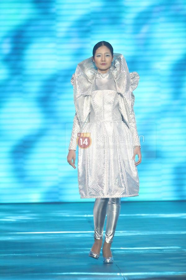 Hà Hồ, Thanh Hằng & NTK Công Trí cùng mặc chung 1 chiếc váy  13