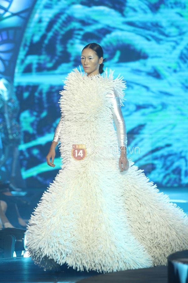 Hà Hồ, Thanh Hằng & NTK Công Trí cùng mặc chung 1 chiếc váy  14
