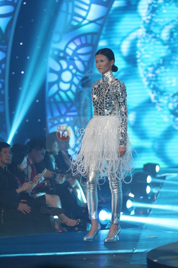 Hà Hồ, Thanh Hằng & NTK Công Trí cùng mặc chung 1 chiếc váy  16