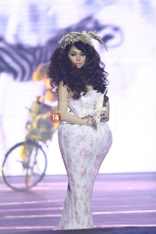 Hà Hồ, Thanh Hằng & NTK Công Trí cùng mặc chung 1 chiếc váy  20