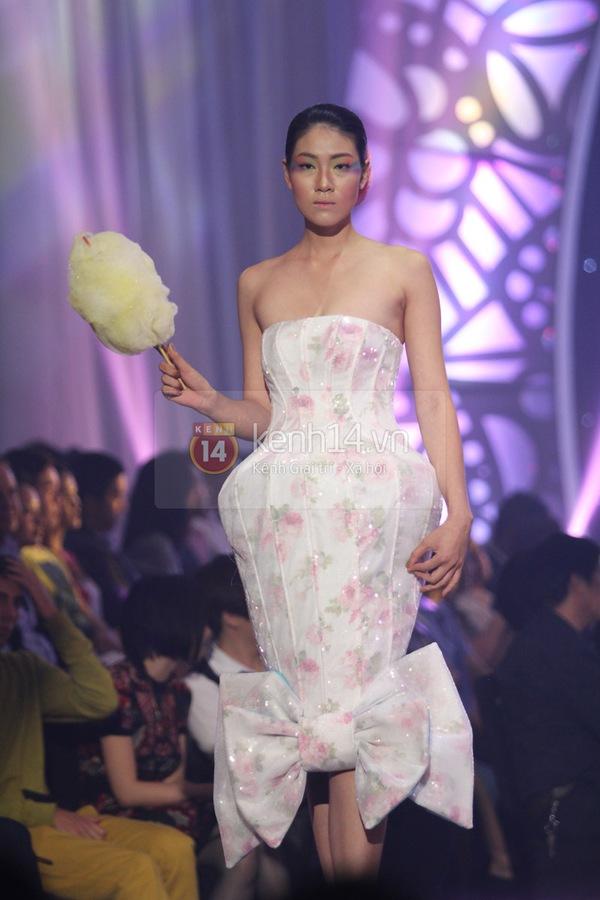 Hà Hồ, Thanh Hằng & NTK Công Trí cùng mặc chung 1 chiếc váy  21