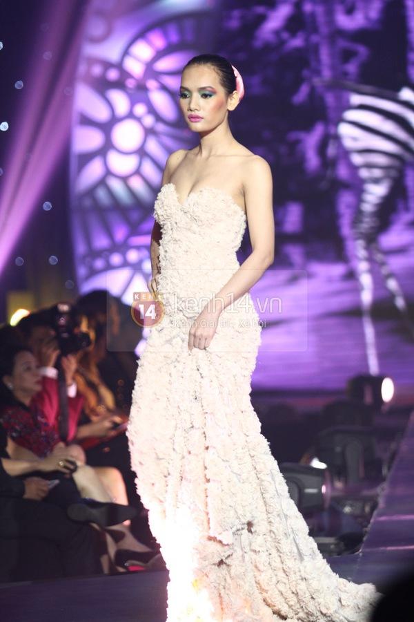 Hà Hồ, Thanh Hằng & NTK Công Trí cùng mặc chung 1 chiếc váy  23