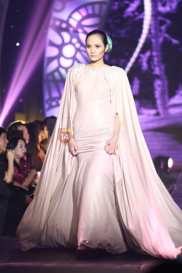 Hà Hồ, Thanh Hằng & NTK Công Trí cùng mặc chung 1 chiếc váy  24