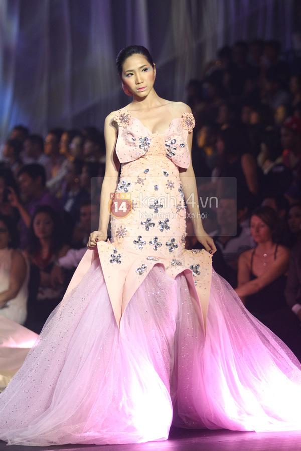 Hà Hồ, Thanh Hằng & NTK Công Trí cùng mặc chung 1 chiếc váy  25