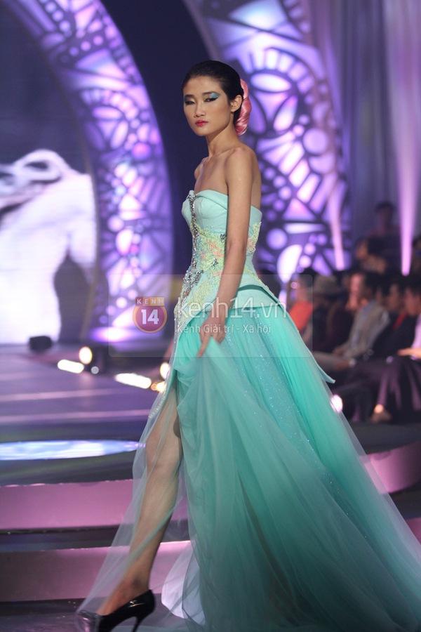 Hà Hồ, Thanh Hằng & NTK Công Trí cùng mặc chung 1 chiếc váy  27
