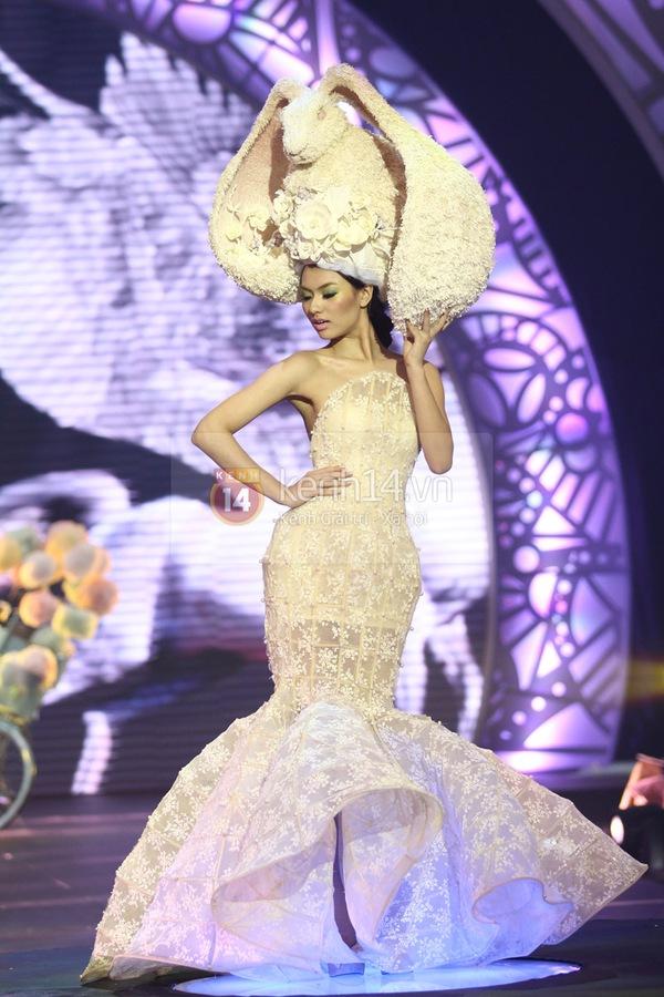 Hà Hồ, Thanh Hằng & NTK Công Trí cùng mặc chung 1 chiếc váy  28