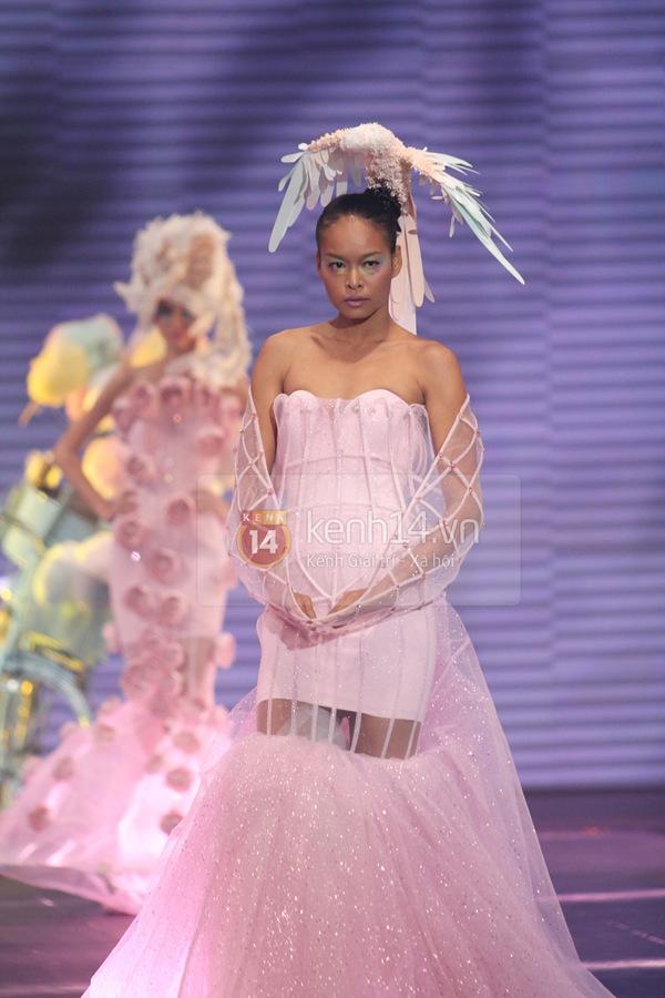 Hà Hồ, Thanh Hằng & NTK Công Trí cùng mặc chung 1 chiếc váy  29