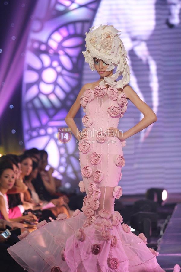 Hà Hồ, Thanh Hằng & NTK Công Trí cùng mặc chung 1 chiếc váy  30