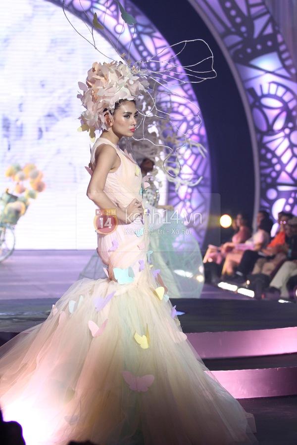 Hà Hồ, Thanh Hằng & NTK Công Trí cùng mặc chung 1 chiếc váy  32