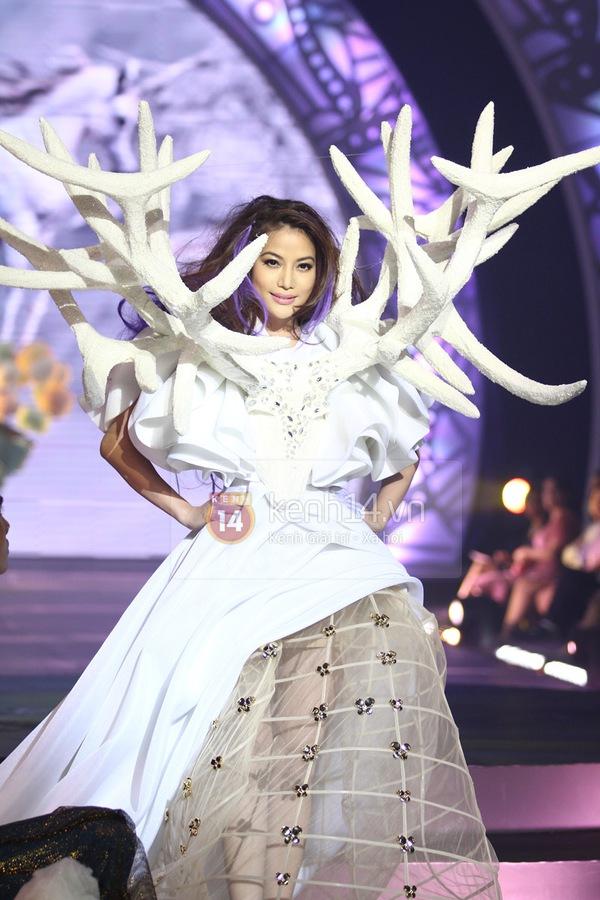 Hà Hồ, Thanh Hằng & NTK Công Trí cùng mặc chung 1 chiếc váy  36