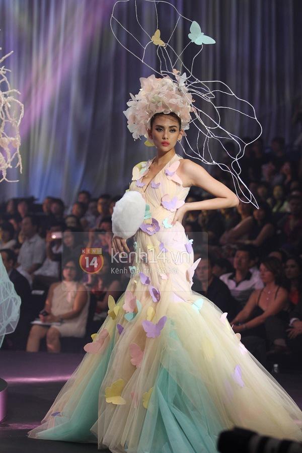 Hà Hồ, Thanh Hằng & NTK Công Trí cùng mặc chung 1 chiếc váy  38