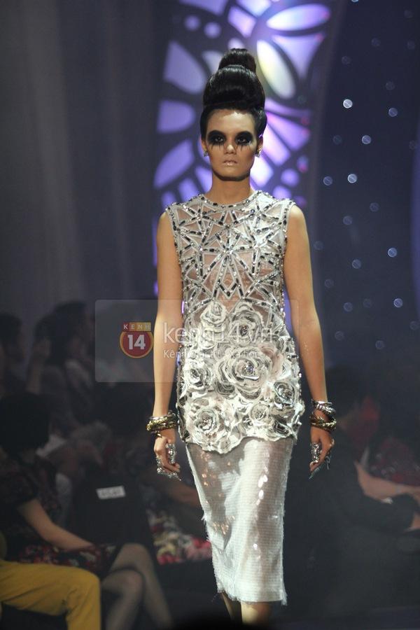 Hà Hồ, Thanh Hằng & NTK Công Trí cùng mặc chung 1 chiếc váy  58