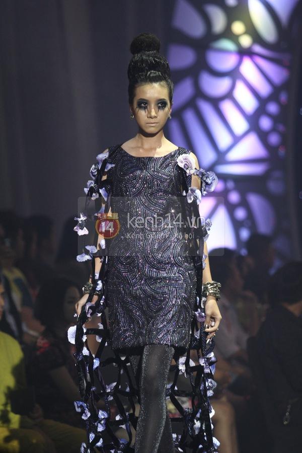 Hà Hồ, Thanh Hằng & NTK Công Trí cùng mặc chung 1 chiếc váy  60