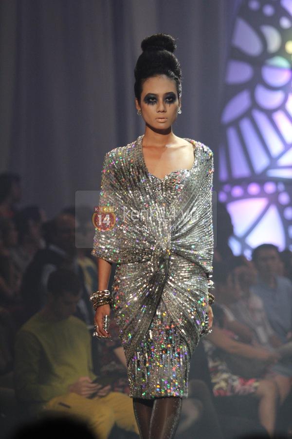 Hà Hồ, Thanh Hằng & NTK Công Trí cùng mặc chung 1 chiếc váy  61