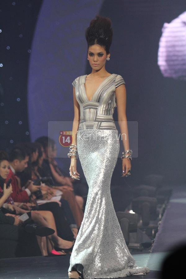 Hà Hồ, Thanh Hằng & NTK Công Trí cùng mặc chung 1 chiếc váy  63