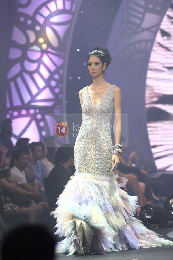 Hà Hồ, Thanh Hằng & NTK Công Trí cùng mặc chung 1 chiếc váy  64