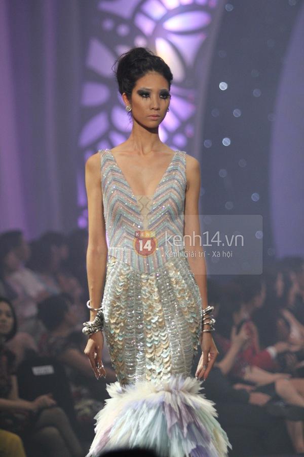 Hà Hồ, Thanh Hằng & NTK Công Trí cùng mặc chung 1 chiếc váy  65