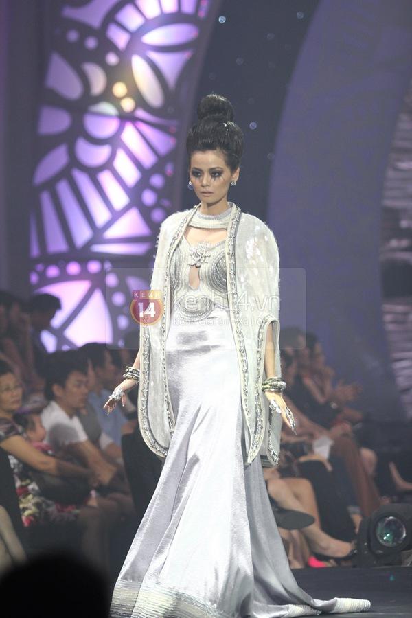 Hà Hồ, Thanh Hằng & NTK Công Trí cùng mặc chung 1 chiếc váy  66