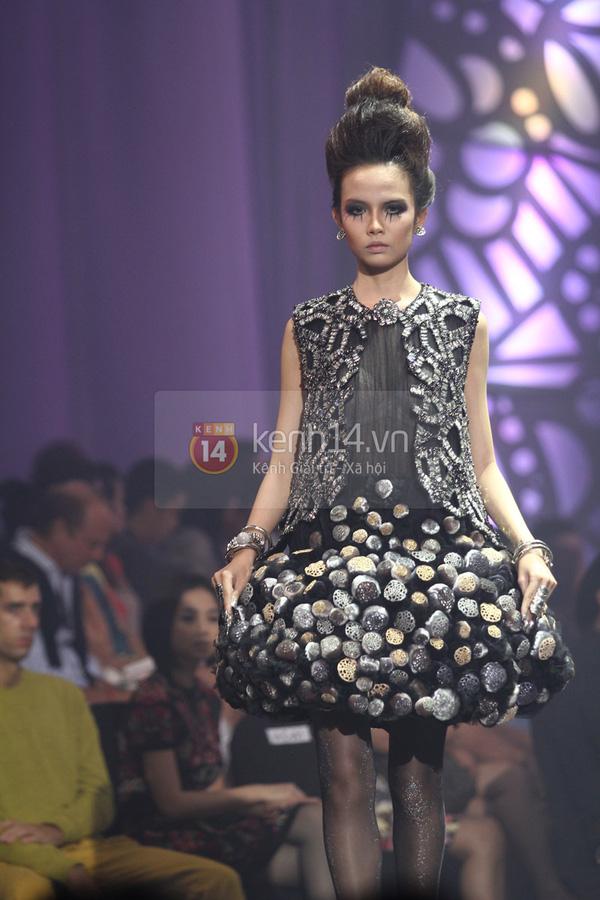 Hà Hồ, Thanh Hằng & NTK Công Trí cùng mặc chung 1 chiếc váy  69