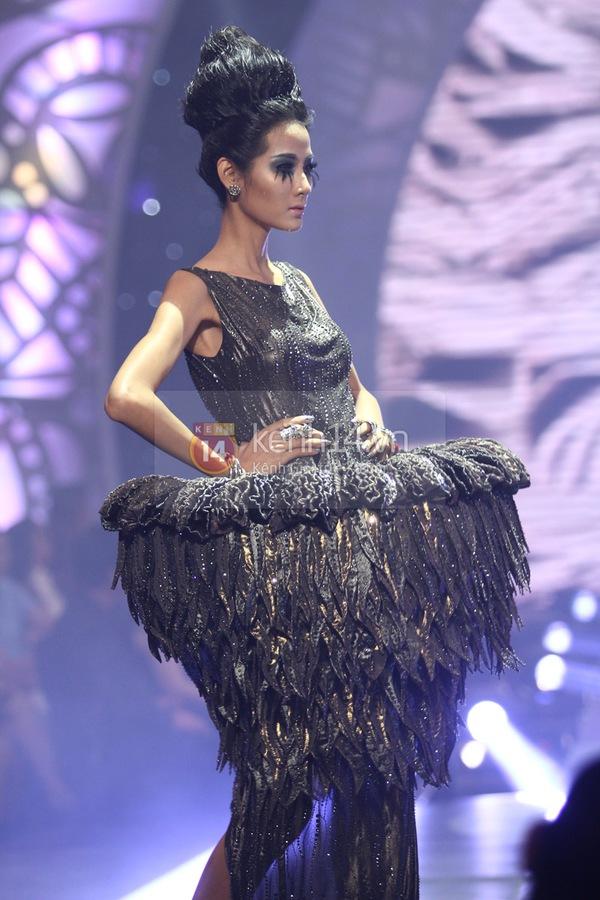 Hà Hồ, Thanh Hằng & NTK Công Trí cùng mặc chung 1 chiếc váy  73