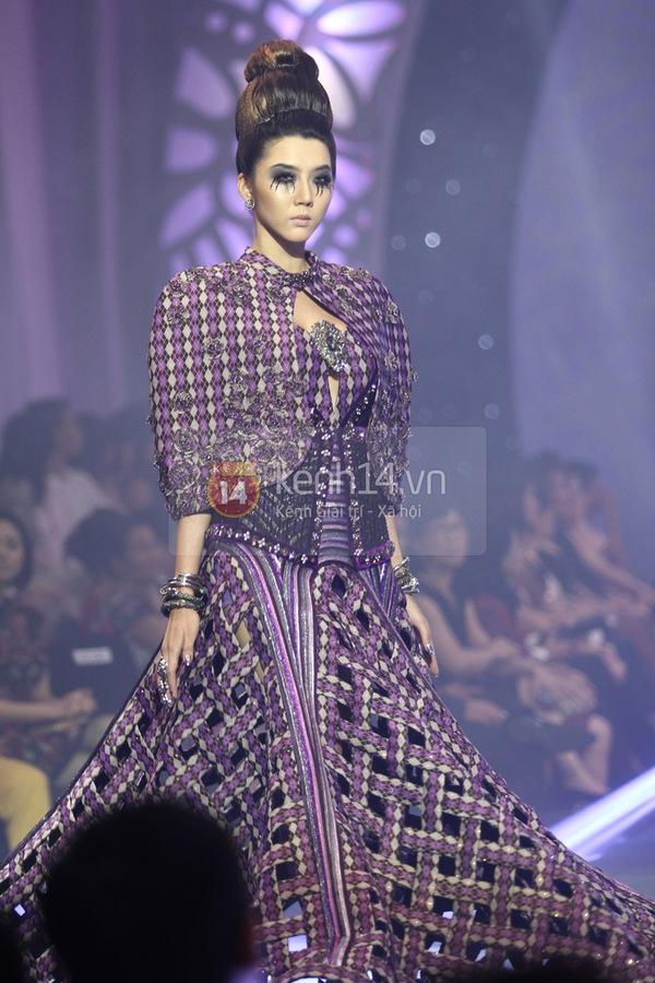 Hà Hồ, Thanh Hằng & NTK Công Trí cùng mặc chung 1 chiếc váy  74